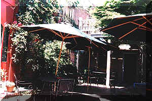 patio.jpg (14947 bytes)